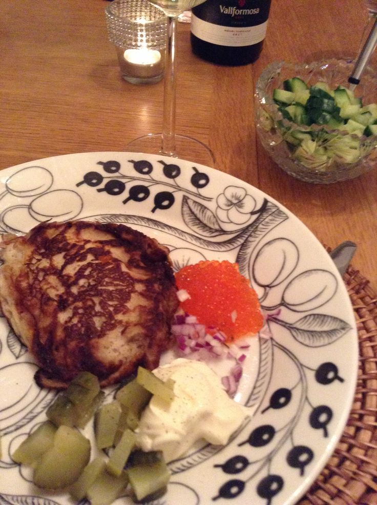 Blinis with smetana, roe, cucumber and red onion. And some sparkling...