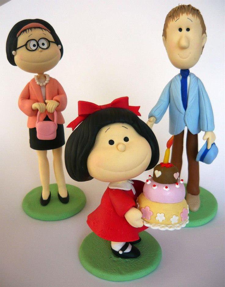 Mafalda!!Es de porcelana fria, no de pasta de goma, pero me parece un precioso cake top, para alguien que aprecie el personaje.