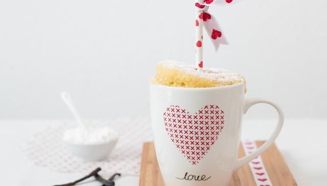 Diesen Kuchen backt die Mikrowelle: Entdecke ein blitzschnelles Rezept für einen Tassenkuchen aus der Mikrowelle / Valentine Mug Cake.