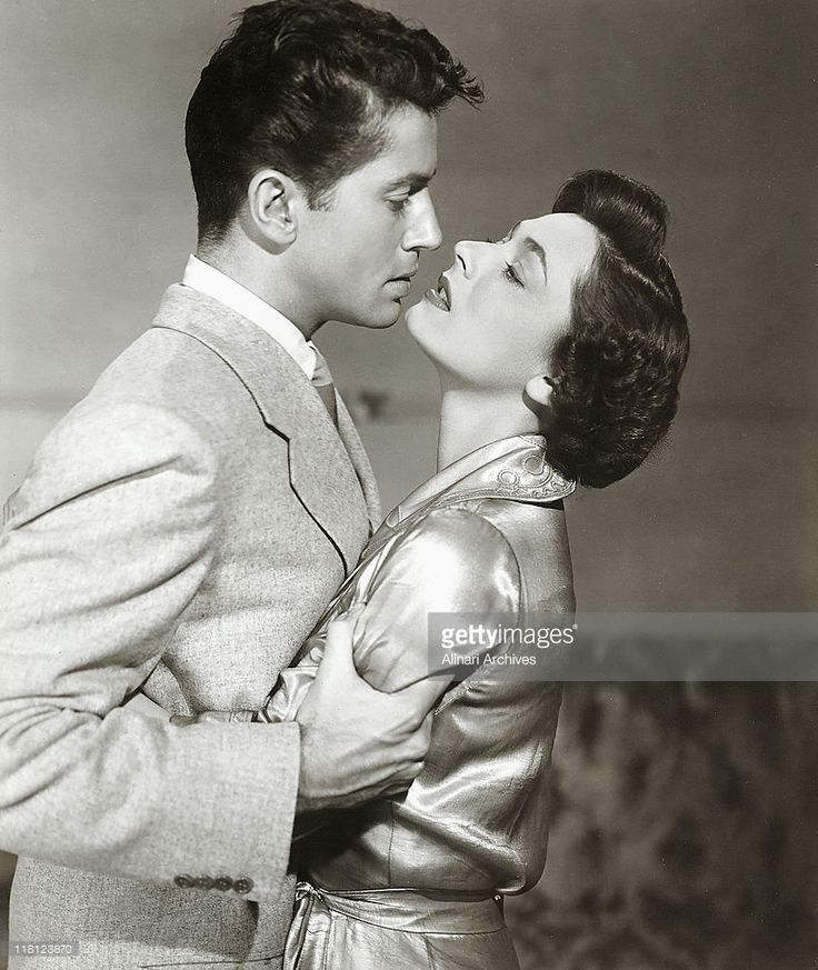 Farley Granger and Ruth Roman in a scene from the Alfred Hitchcock film, 'Stranger on a Train,' 1951