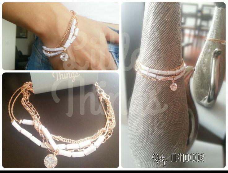 Preciosa pulsera de cuatro cadenas doradas con blanco y detalle brillante.  Diseño elegante y muy fashion!   Llévalo por $20 Mil #LTaccesorios  Puedes ver más info para adquirir el producto en https://www.facebook.com/LoveLittleThings