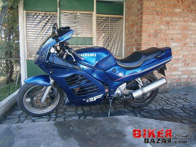 Мотоцикл в отличном состоянии, никаких капиталовложений - сел и поехал!  - акумулятор поменял с этом сезоне  - би-ксенон  - лампочки на стопах и...