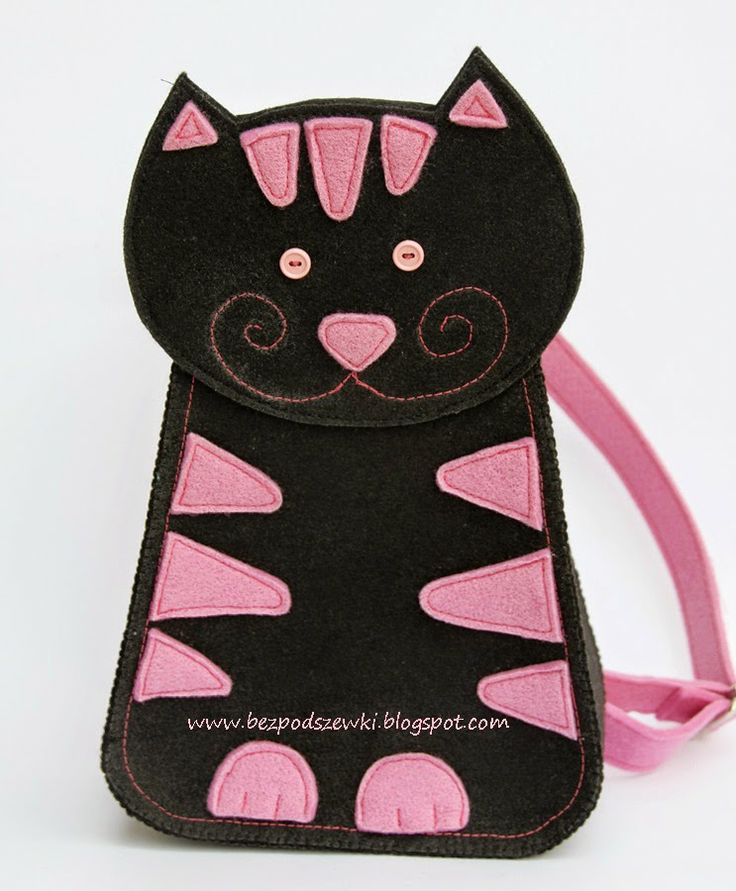 I've made it for a little girl who loves cats. This one can go with her everywhere she wants!