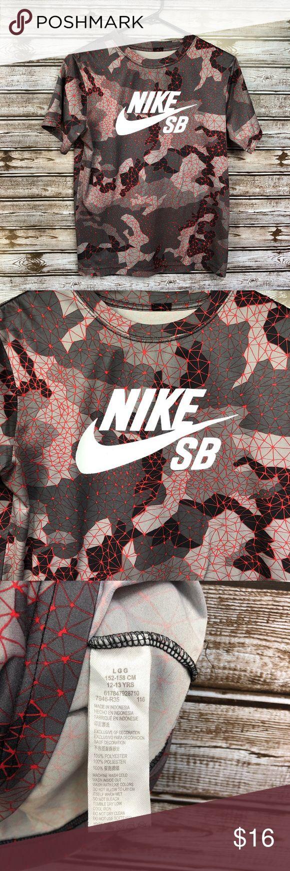 Nike SB Youth Boys Camo Red Short Sleeve T-Shirt Nike SB Youth Boys Camo Red Sho…
