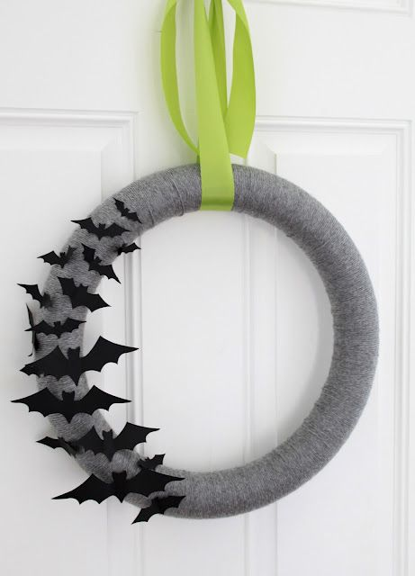 Halloween Wreath - Gray Yarn and Bat - looks easy enough...maybe laminate the bats so it will be for outdoor use