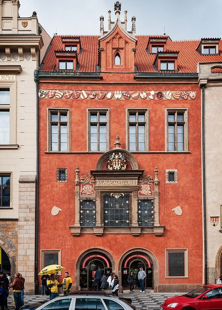 Western House (1360), Old Town, Prague, Czech Republic nápis nad oknem PRAGUE CAPUT REGNI - Praha hlava kralovství