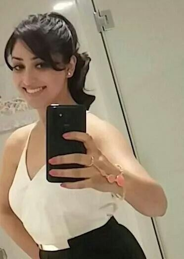 Yami gautam #selfi
