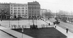 (#55) Pusty Nowy Kleparz, widoczny budynek Herbewo