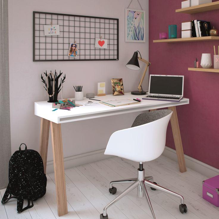 Domowe biuro w odcieniach Misty Violet i Vivid Pink sprawi, że wena nigdy Cię nie opuści, nawet w poniedziałek rano 😉