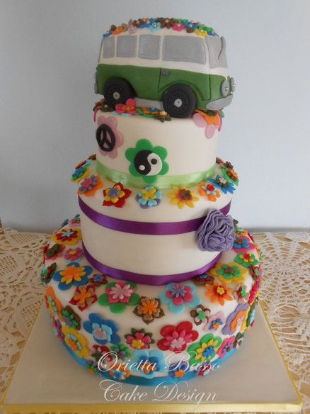 This would have been the perfect birthday cake for me up until my 17th birthday! Lol I'm a hippy at heart <3