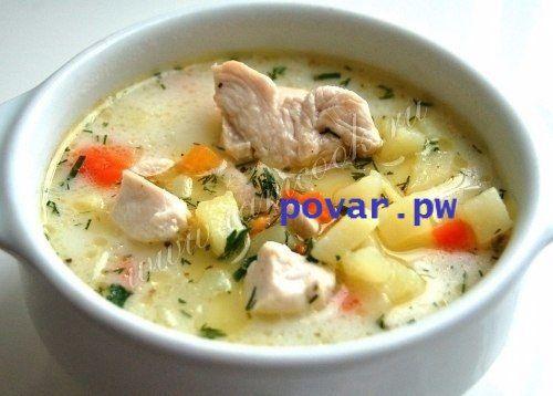 Сырный суп с курицей.  Ингредиенты:  Филе куриной грудки - 1 шт; Морковь - 1 шт.; Картофель - 5 шт.; Сыр плавленый - 100 грамм; Вода - 2 литра; Масло оливковое - 3 ст.л; Лавровый лист - 1 шт.; Соль, перец - по вкусу; Зелень - по вкусу.  Приготовление:  Иногда из обычных продуктов можно приготовить необычное и интересное блюдо. Суп с курицей и сыром относится именно к таким блюдам. Он получается с ярким, насыщенным вкусом, легким и в то же время вполне сытным. И он прекрасно согревает в…