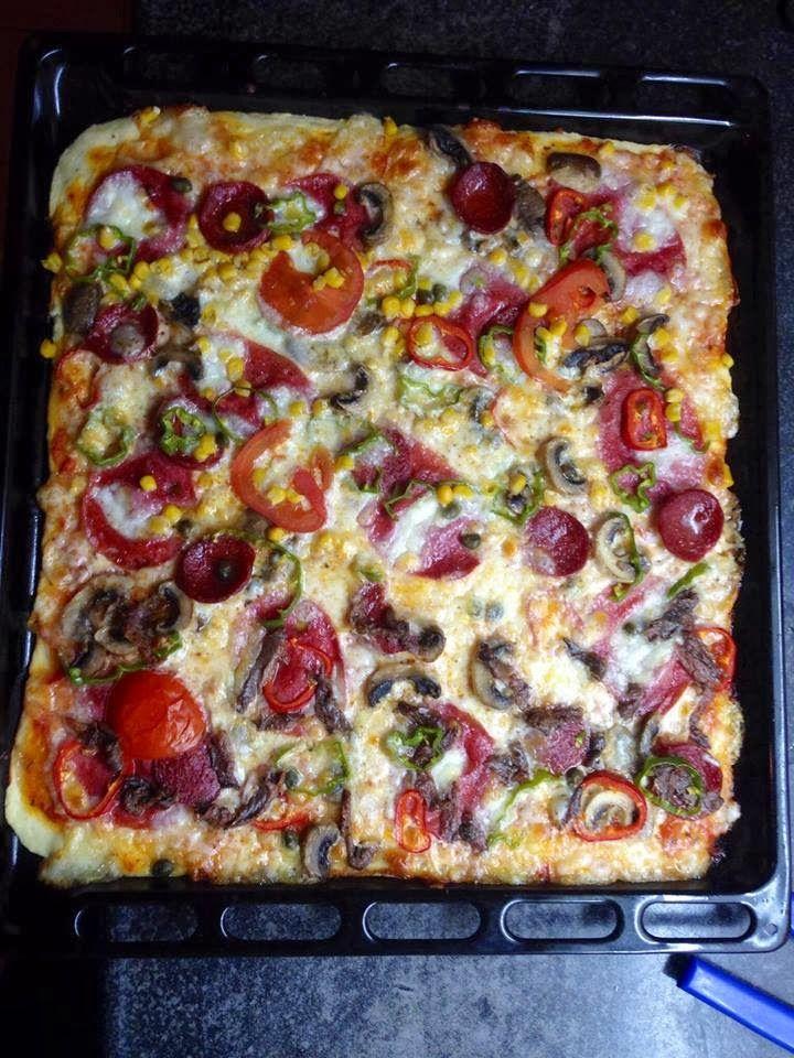 Haftasonlarının gün kurtaranıdır Pizza bizim evde. Bu tarifle artık dışarıdan söylemeye son verdim. Tariflerine sonsuz güvendiğim Pınar'ın K...