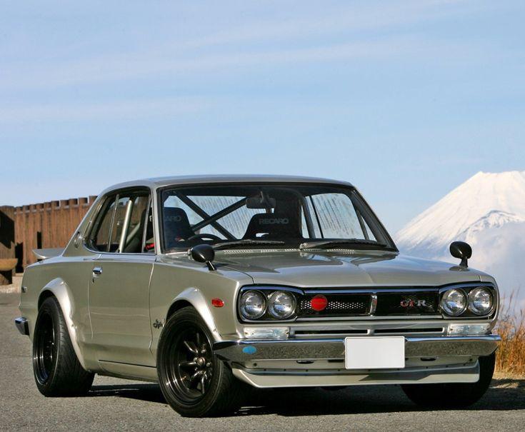 Nissan Skyline GTR - isnt she gorgeous!!!!!