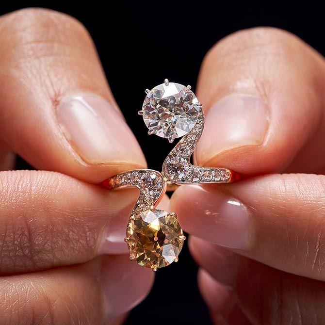 The Woman In Gold S Lyrical Diamond Ring Modern Silver Jewelry Jewelry Fashion Trends Indian Diamond Jewellery