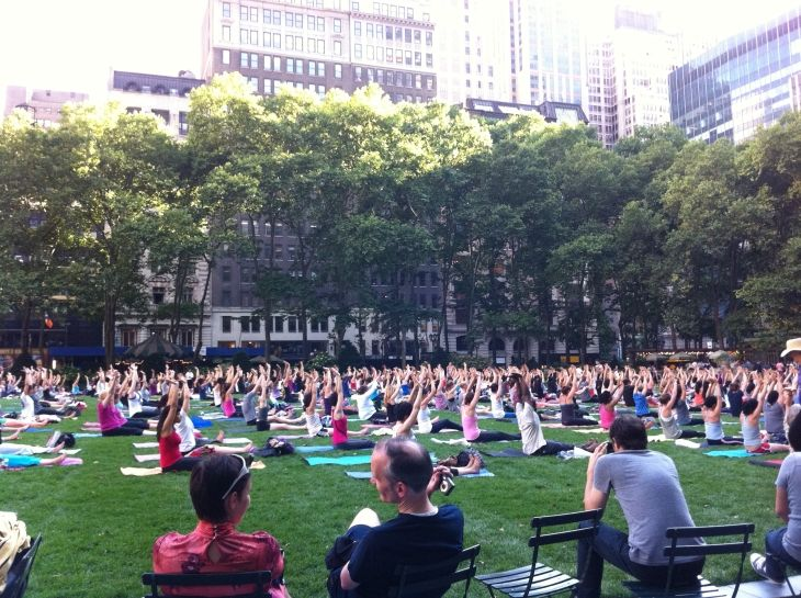 Free yoga in Bryant Park, New York - Get more travel tips for New York City here: http://www.ytravelblog.com/things-to-do-in-new-york-city/