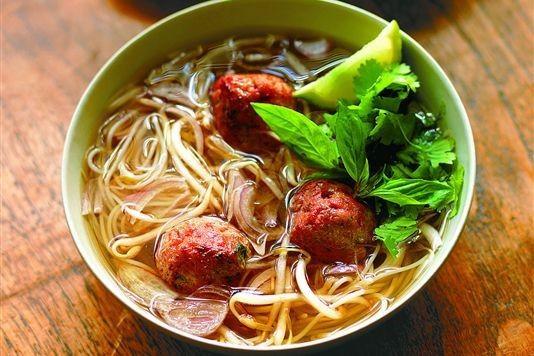 Vietnamese noodle soup with pork balls recipe