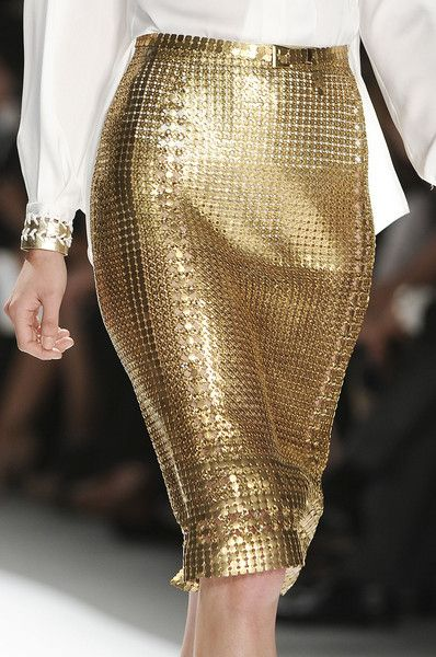 Gorgeous gold figure hugging midi skirt with metallic joined circle details - Elie Tahari Spring Catwalk Fashion Look