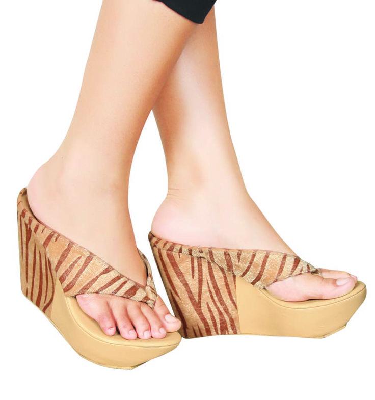 Sepatu Wedges Cream - Lanjar