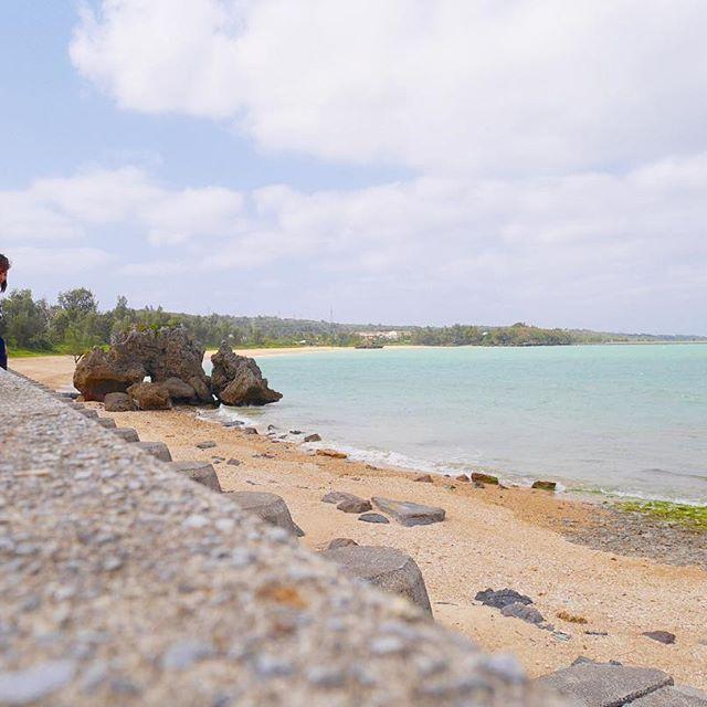 【aaa.ttt.ccc.yyy】さんのInstagramをピンしています。 《楽しかった旅も今日で最後。 いつもより早起き。 今度は夏に来て海入りたいな。 また来ます❤ , ありがとう、沖縄👍 , ってことでこれから ビールを朝から 飲みましょー🍺💓 , #海辺の見えるカフェ#かぬたん#ソーキそば#美味しかった#海#また来ます》