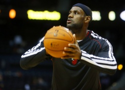 List Of Players Favorited To WIn 2013 NBA MVP - expressNBA.com