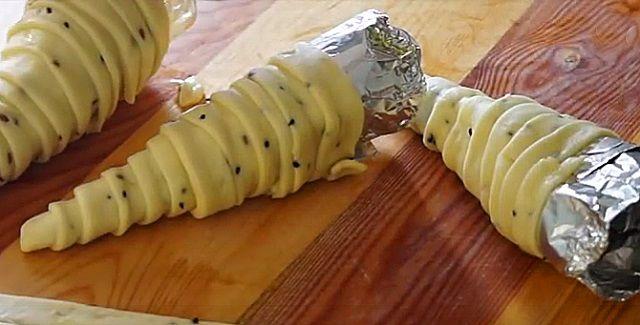 Tésztát tekert az alufólia köré, majd elkészítette a világ legfinomabb receptjét!