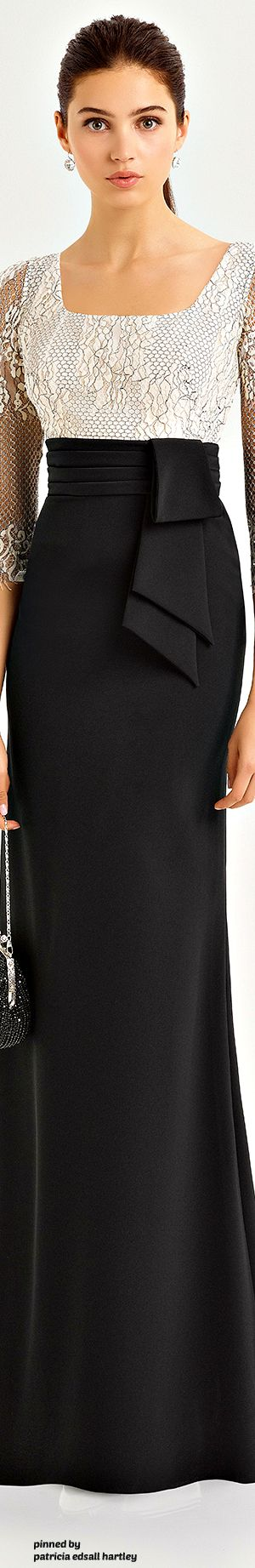 Aire Barcelona - 2017 - In Black Jersey Skirt w. Chain-Like Top 2/3 Length Sleeves.