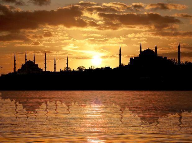 Atardecer en Estambul a orillas del Bósforo