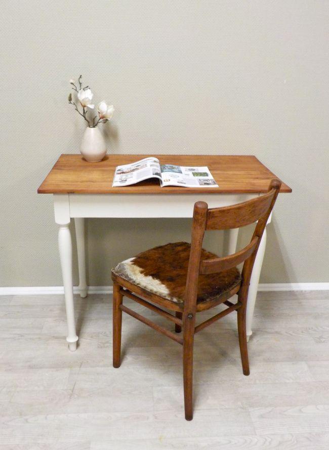 heute fertig gestellt kleiner tisch mit gedrechselten beinen und echtholzplatte verm aus. Black Bedroom Furniture Sets. Home Design Ideas