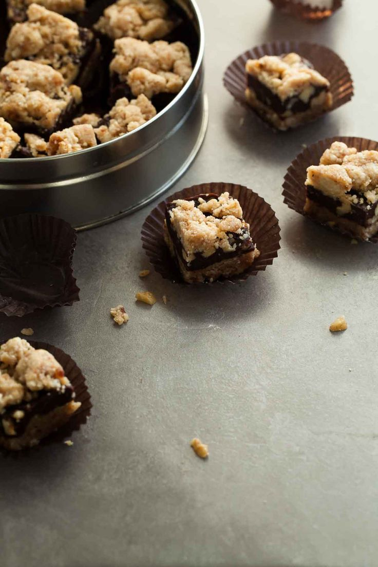 No-bake, raw, paleo and vegan chocolate walnut crumb bars with a chewy cashew coconut crust, a rich fudgy chocolate walnut center and crumb topping. /