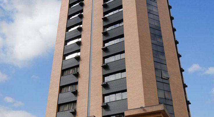 Hampton Park São Paulo Jardins São Paulo Hampton Park São Paulo Jardins lies in the Jardins district of São Paulo, near the 9 de Julho Avenue and Oscar Freire Street, where many stores, restaurants and museums are within easy reach.