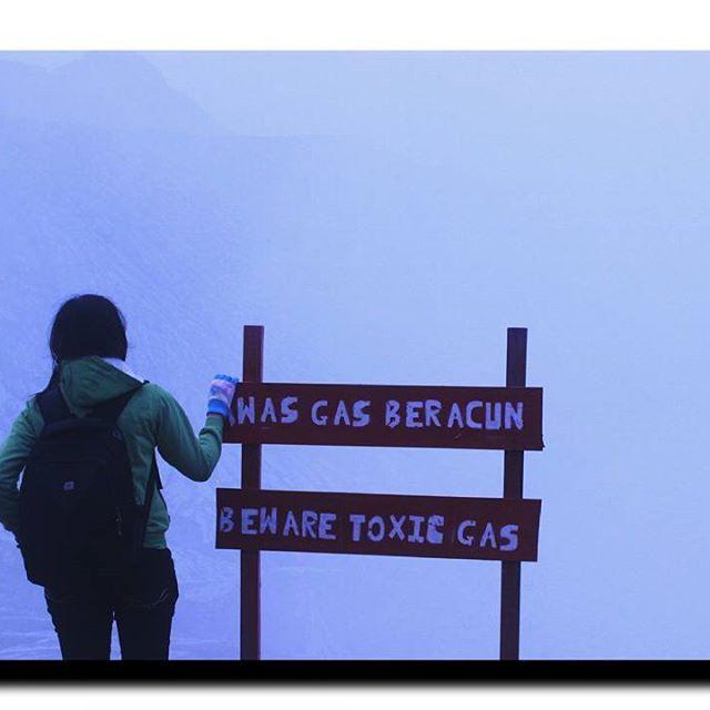 Beware toxic gas  #people #inframe #me #peopleinframe #art #artofvisuals #artoftheday #travel #ijencrater #mountains #sunday #happy #travels #travelgoals #travelgram #vsco #vscom #throwback #nature #naturelove #landscapelovers #landscape #folkart #folk