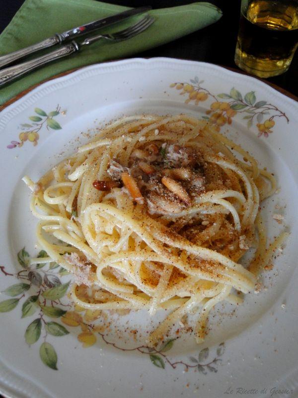 spagheti con tonno mollica pinoli
