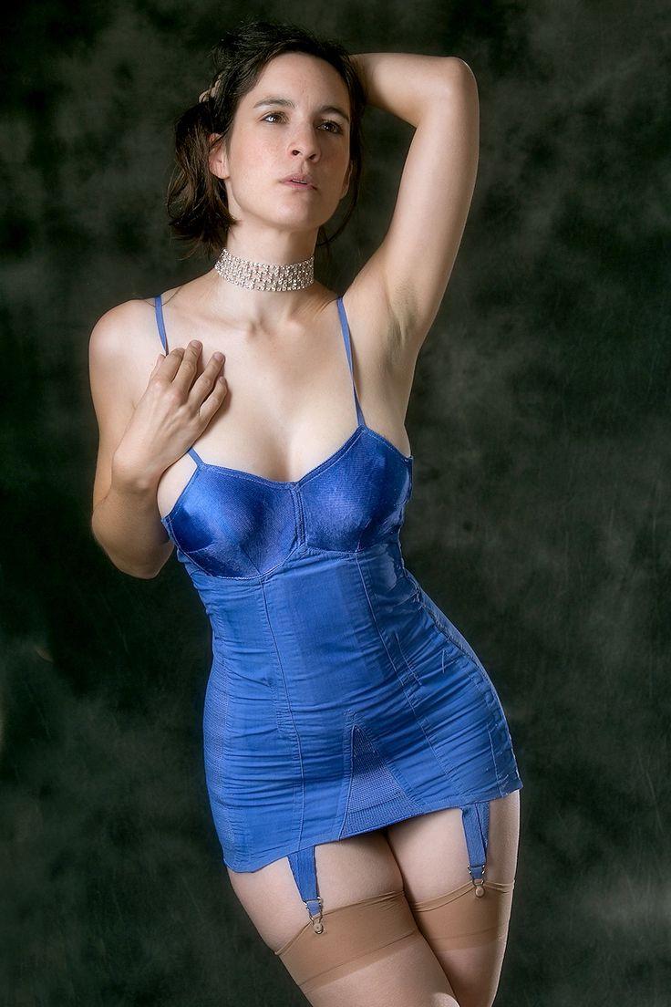 granny korselett Formvollendet im blauen Korselett