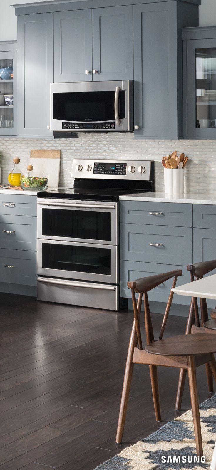 In need of kitchen inspiration? The Samsung electric two door range is the perfect fit for your modern cottage. Its stainless steel pairs seamlessly with hardwood floors, statement cabinetry, and marble countertops while adding warmth to your kitchen. Its sleek, clean, design is also functional and makes cooking two dishes simultaneously a cinch.