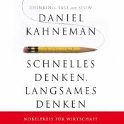 Wie treffen wir unsere Entscheidungen? Warum ist Zögern ein überlebensnotwendiger Reflex, und was passiert in unserem Gehirn, wenn wir andere Menschen oder Dinge beurteilen? Daniel Kahneman, Nobelpreisträger und einer der einflussreichsten Wissenschaftler unserer Zeit, zeigt anhand ebenso nachvollziehbarer wie verblüffender Beispiele, welchen mentalen Mustern wir folgen und wie wir uns gegen verhängnisvolle Fehlentscheidungen wappnen können.
