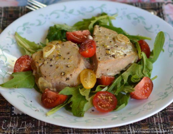 Быстрое, легкое, питательное блюдо. Блюдо можно делать, как на гриле, так и в духовке. Тунец стейки предварительно разморозить.