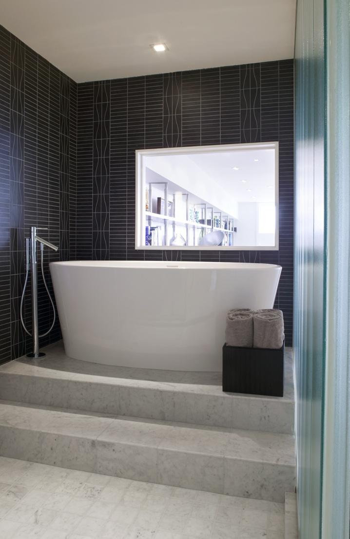 Raised Bathtub Modern Bathroom White Bathroom Decor