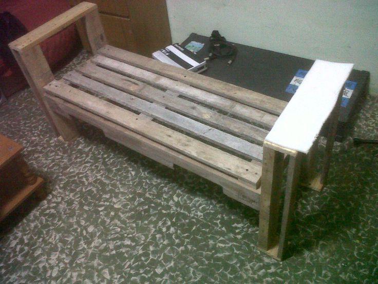 Me hice un sill n con pallets y gast 300 pesos pal s for Sillones de patio de madera