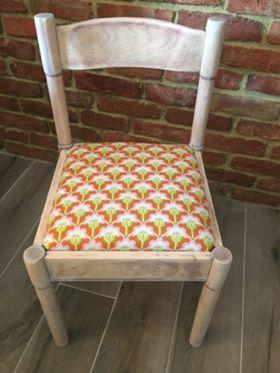 Metamorfoza krzesła, którą przeprowadziła pani Eliza z pomocą tkaniny z kolekcji True Colors zaprojektowanej przez Heather Bailey