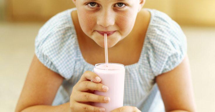 Os melhores shakes caseiros com poucos carboidratos e ricos em proteínas. Shakes de proteína se tornaram um produto importante para dietas e exercícios. Eles são usados por pessoas tentando desenvolver os músculos que já tem ou por pessoas em uma dieta altamente proteica e com poucos carboidratos. Embora pós e shakes pré-fabricados são convenientes, eles podem ser caros. Fazendo alternativas caseiras, você pode ...