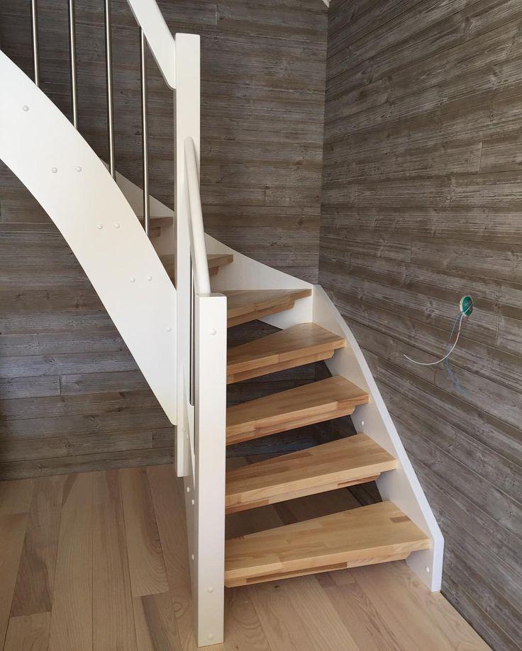 #trapp levert i #kråko #fitjar #stord #thdesign #snekkerverksted #trappeproduksjon #staircase #trevare #trearbeid #norsktrevare #stainlesssteel #norskhandverk #wood #woodwork #møbelsnekker #snekker #woodworker #homedecor #interior #tools #scandinaviandesign #interiordesign #interiørdesign #handmade #costommade #furu #pine #ask #ash de thdesign.no