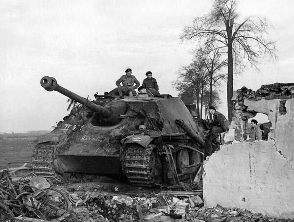 A German Jagdpanther captured by soldiers of the 1st Polish Armoured Division in Raamsdonk, Holland, 1944. #WW2