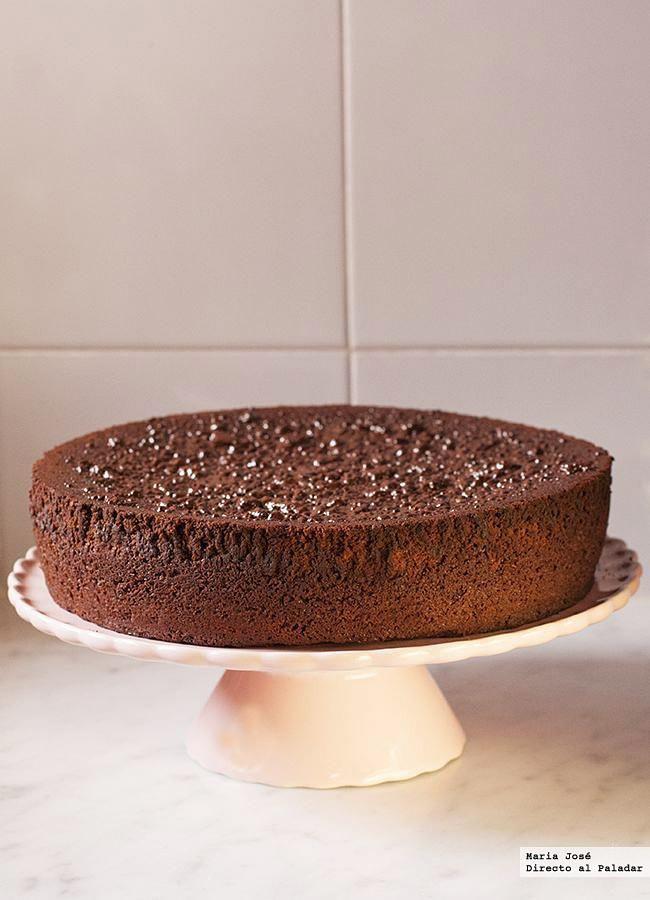 Receta de bizcocho de chocolate negro con naranja y mermelada de naranja. Fotos con el paso a paso del proceso de elaboración. Sugerencia de presentación