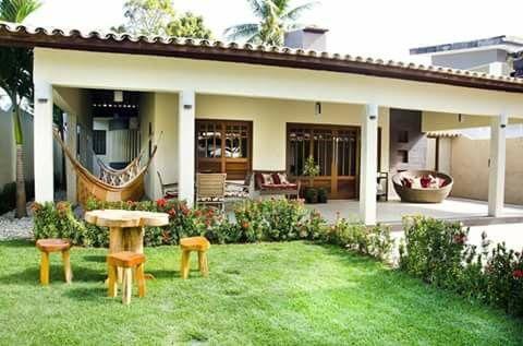 Casinha branca de varanda
