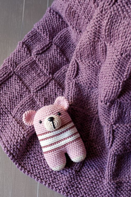 Lanukas: Una manta cuadriculada para bebé. patron aqui: http://ourlittlebitoflife.blogspot.com.ar/2010/02/basket-weave-baby-blanket-curse-of-baby.html