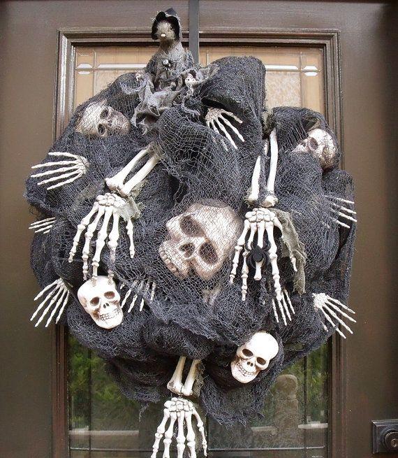Scary Halloween Wreath, Skull and Bones Halloween Decoration, Deco Mesh Halloween Wreaths, Outdoor Wreath, Door Wreaths    Creepy Halloween door