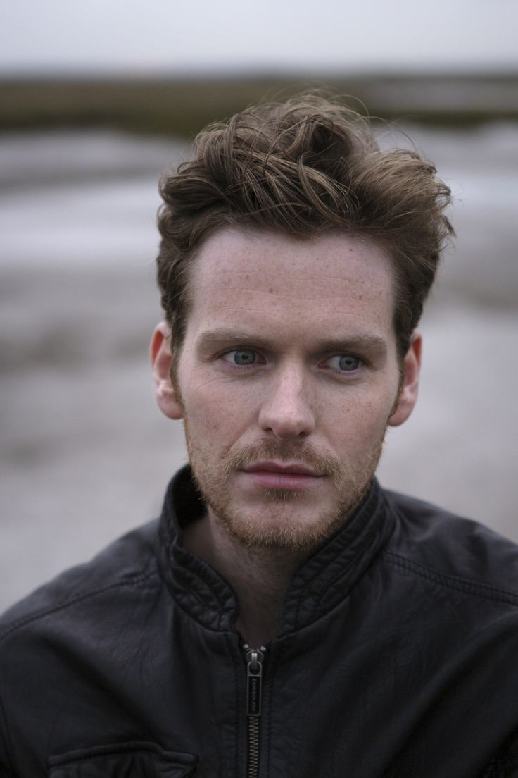 (Shaun Evans) As I said, his face is beautiful. I mean, look at his eyes