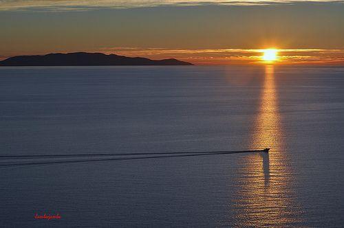 Tramonti che guardano l'Isola del Giglio #tuscany #maremma #luoghimagici
