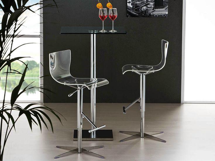 Sgabello bar Oscar dal disegno minimale e immediato. Sgabello bar girevole e regolabile in altezza con telaio in tubo d'acciaio cromato. Sgabello moderno.