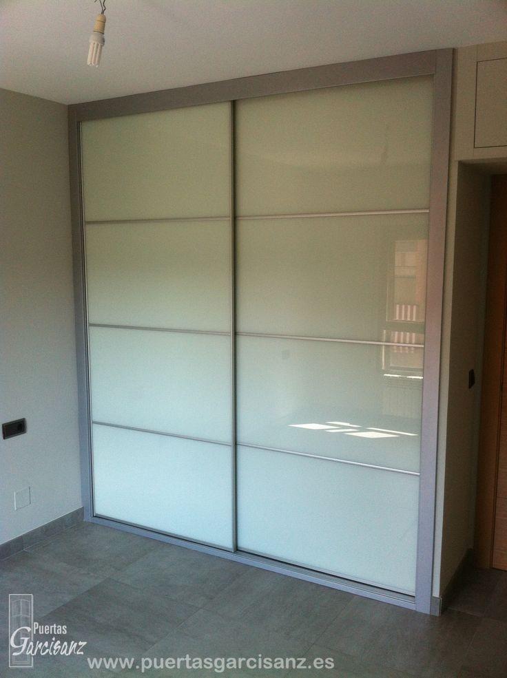 Aparador E Adega ~ Frente de armario corredero compuesto por cristal dacobel extra blanco 9010, perfiles y listeles